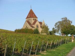 Kirche in schöner Landschaft